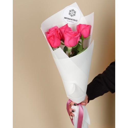 Купить на заказ Букет из 5 розовых роз с доставкой в Кокшетау