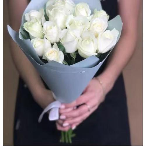 Купить на заказ Заказать 15 белых роз с доставкой по Кокшетау с доставкой в Кокшетау